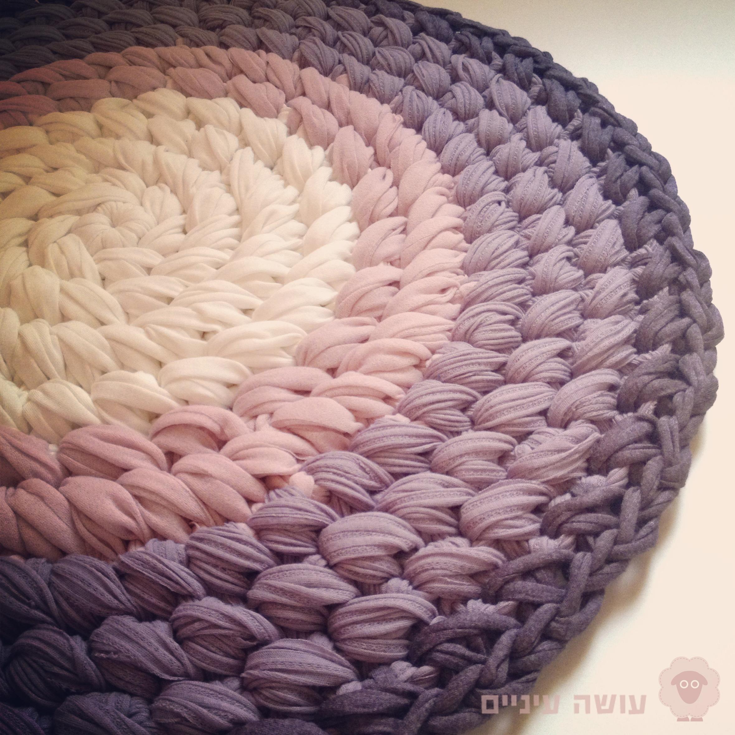 דוגמת סריגת שטיח מחוטי טריקו - עושה עיניים || T-shirt yarn / Trapillo - Crochet rug || by OsaEinaim